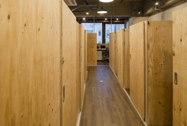 シェアオフィス6Fの廊下(その1)