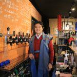 氷川ブリュワリーの創業者 菊池俊秀さんの写真