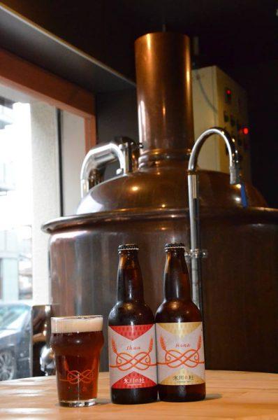 煮沸釜とビールの写真